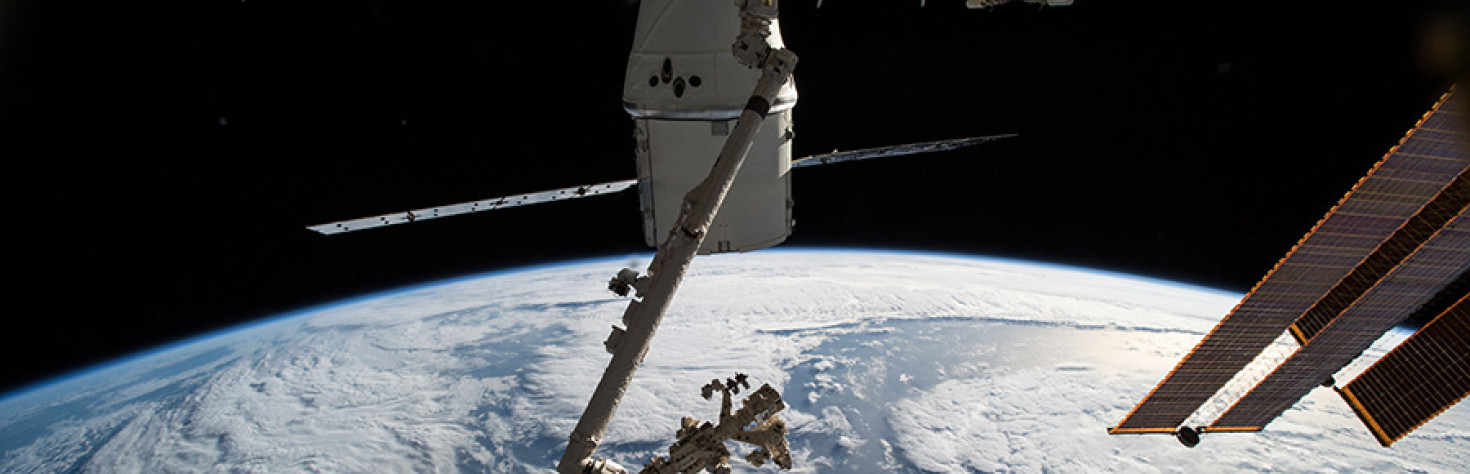 Crew Monitors Student Contest, Packs Dragon and Works Biomedical Science – Space Station