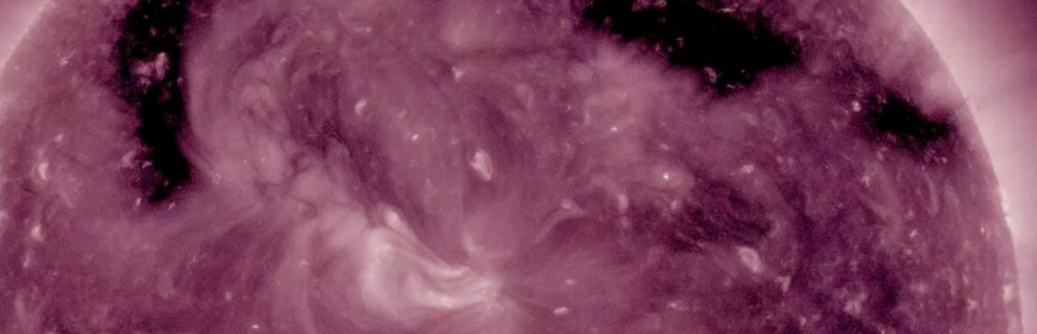 New Hole in Sun`s Atmosphere Lets Particles Spew Out