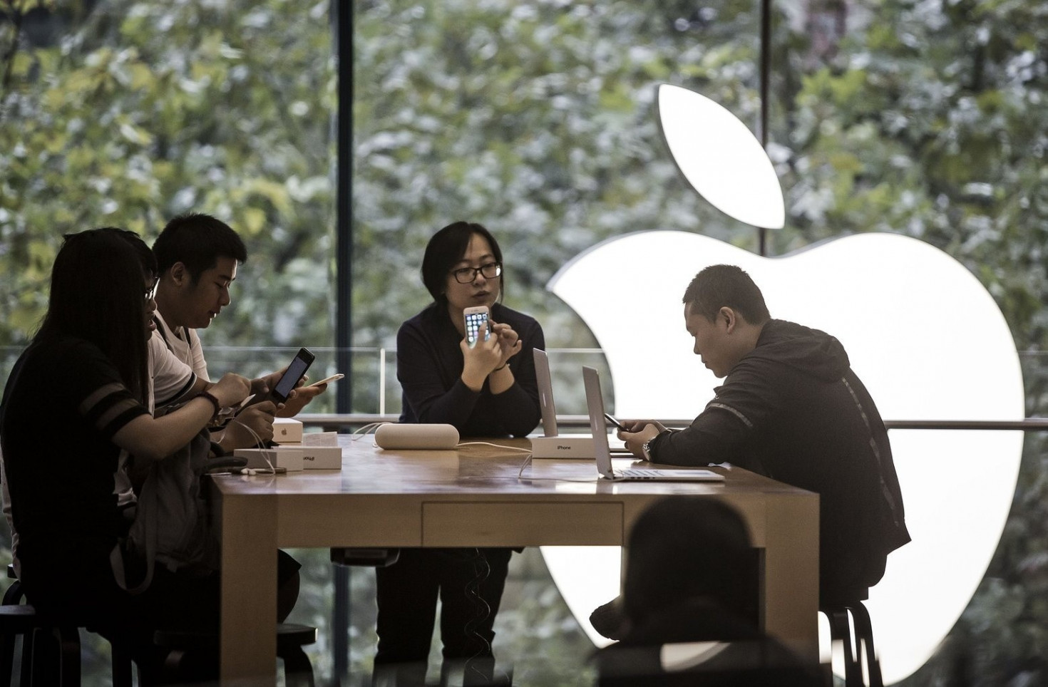 Apple is asked to conform to Chinese regulations for news and live streaming apps