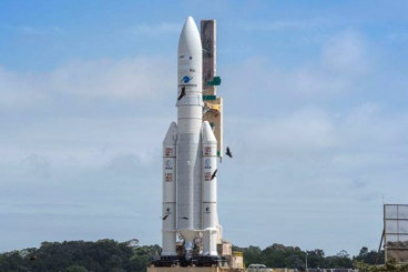 Ariane 5 Reaches Launch Pad for Dual-Payload Delivery with SES 14 & Al Yah 3 – Spaceflight101