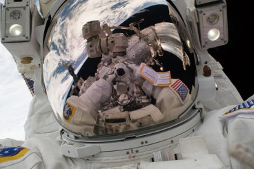 Postponed — ISS Spacewalkers Prepare for Revised EVA Scenario to Backtrack Robotic Arm Work – Spaceflight101 – International Space Station