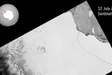 Sentinel satellite captures birth of behemoth iceberg
