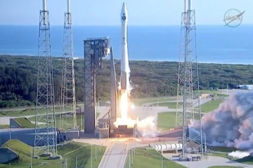 Videos: Atlas V Blasts off from Florida with TDRS-M Satellite