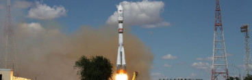 Photos: Soyuz Races into clear Skies with 73 Satellites