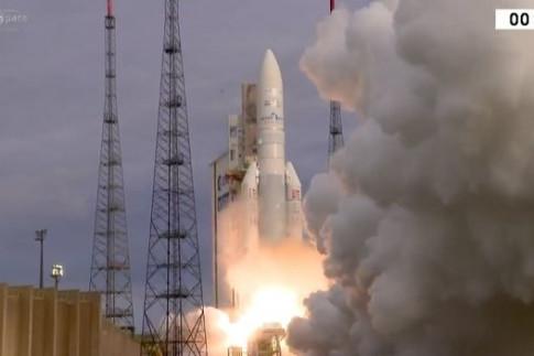 Ariane-5-Start mit neuer Nutzlastverkleidung stellt abermals...