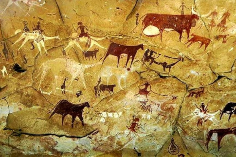 Chad's ancient Ennedi cave paintings defaced - BBC News