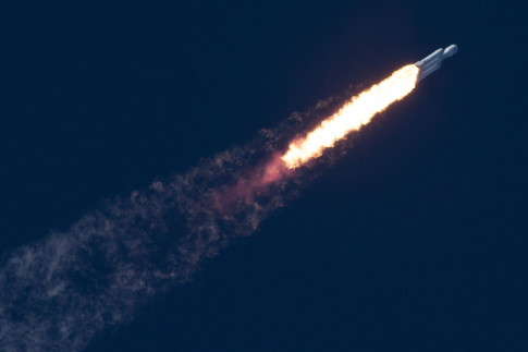 Elon Musk Explains Why SpaceX`s Falcon Heavy Core Booster Crashed