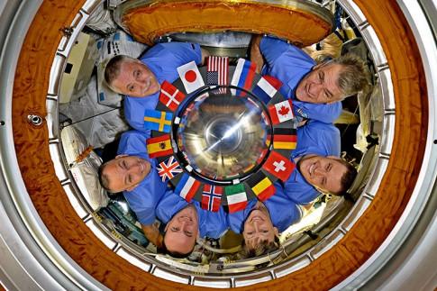 Expedition 52 Awaits Wednesday Dragon Arrival, Thursday Spacewalk