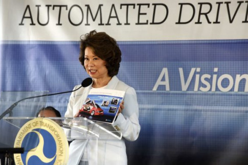 Feds Take Hands-Off Approach to Driverless Tech, Worrying Consumer Groups