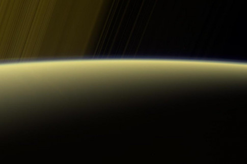 How Long Is a Day on Saturn? Cassini Is Racing to Find Out in...