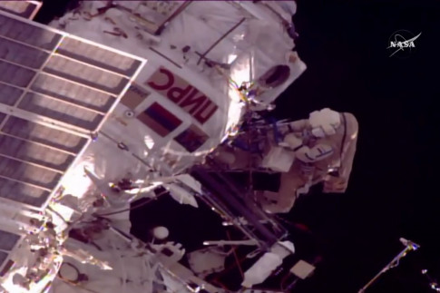 @iss101: Both spacewalkers confirm their...