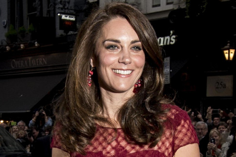 Kate dazzles on red carpet at West End opening night