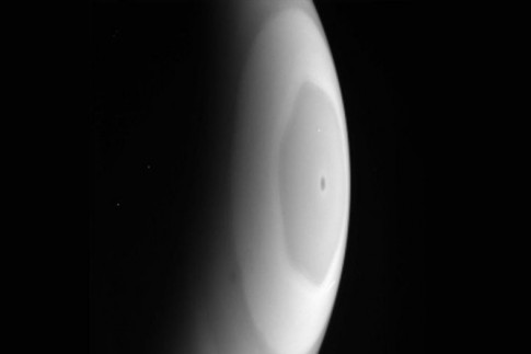 Out of this world: Cassini snaps rare photos of Saturn`s...