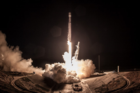 Photos: Falcon 9 Takes Flight with Fourth Set of Iridium-NEXT Communications Satellites