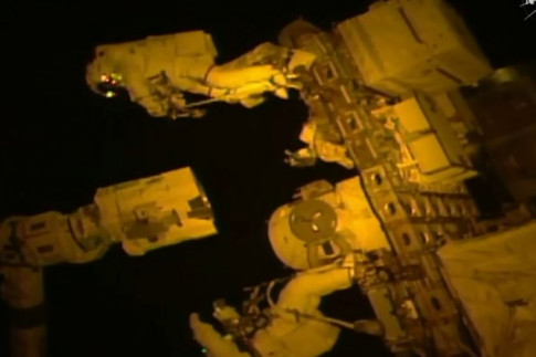 Space Station Robotic Arm Receives New Grappling Hand in Challenging 7-Hour Spacewalk – Spaceflight101 – International Space Station