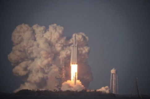 Video Collection: Falcon Heavy Launch & Simultaneous Booster Return from around Cape Canaveral – Spaceflight101