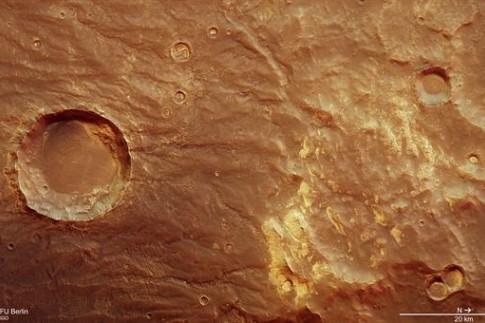 Wandelbare Marslandschaft in Coracis Fossae