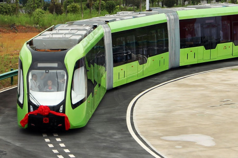 World`s first railless train: China unveils hybrid self-driving electric vehicle