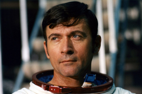 Astronaut John Young, Who Walked on the Moon and Led 1st Shuttle Mission, Dies at 87