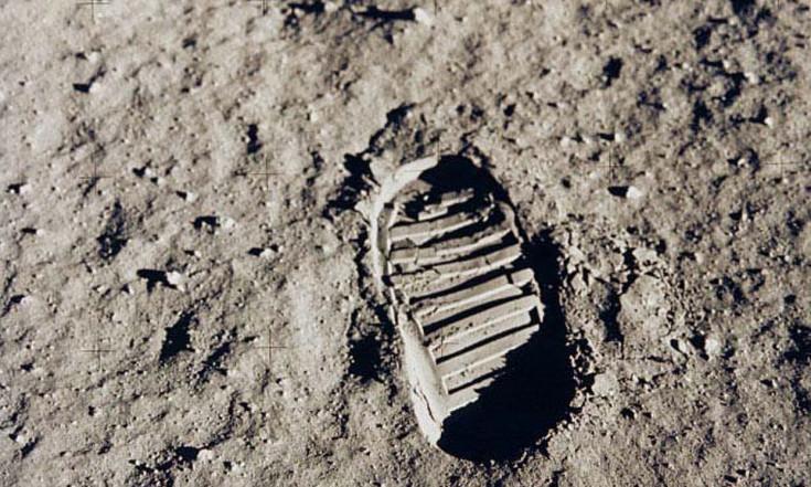 Apollo 11: First Men on the Moon