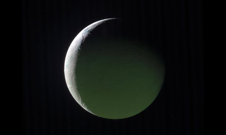Crescent Enceladus: Icy Saturn Moon Shines in Cassini Photo