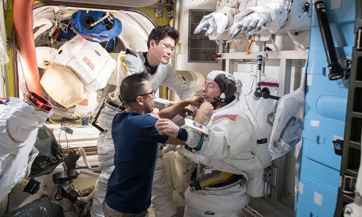 Crew Looks to Monday Spacewalk and Works on Science Hardware – Space Station