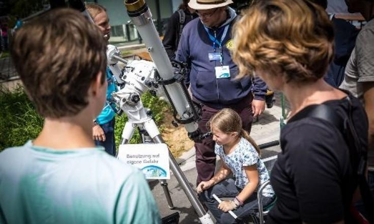 Einblicke ins Deutsche Zentrum für Luft- und Raumfahrt in...