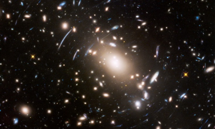 ESA Science & Technology: Hubble discovers `wobbling galaxies` - Observations may hint at nature of dark matter [heic1718]