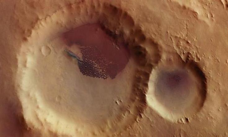 Facettenreiche Dünen auf dem Wüstenplaneten Mars