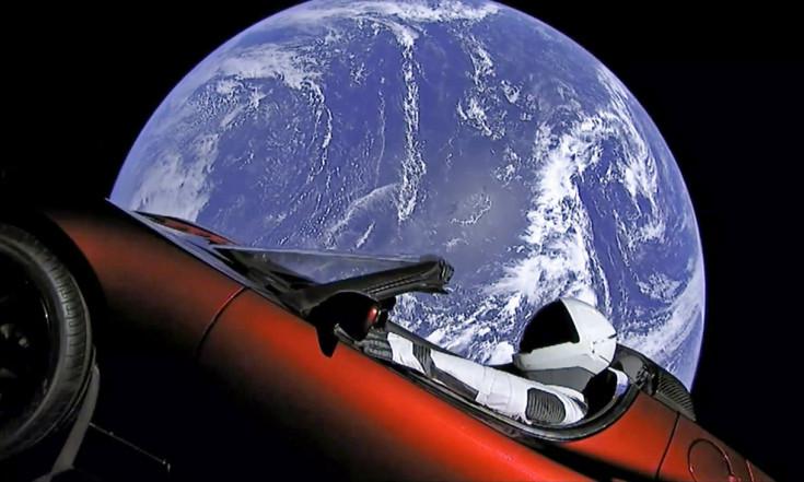 """Falcon Heavy: """"Offensichtlich fliegt da jetzt ein Auto im Orbit"""""""