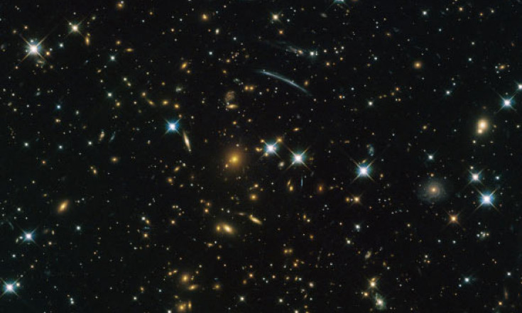 Hubble Snaps Beautiful Image of Giant Galaxy Cluster | Astronomy | Sci-News.com