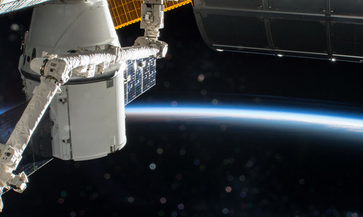 Robot Arm Finishes Swapping Experiments Outside Dragon – Space Station