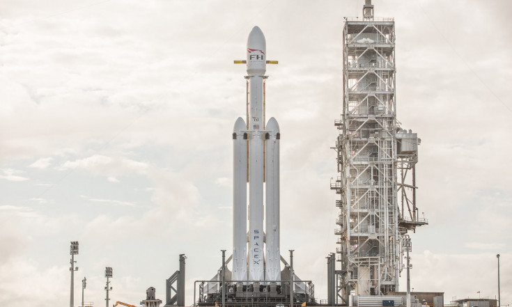 SpaceX`s Falcon Heavy Rocket: By the Numbers